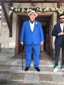 Nagy méretű kék öltöny