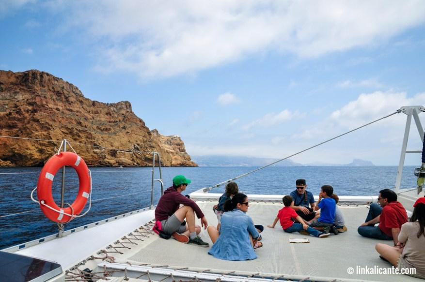 Catamarán de MundoMarino en Sierra Helada