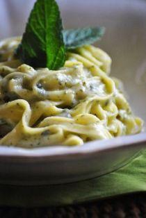 foto ricetta pasta formaggio piccante e menta