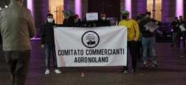 """Lo slogan del flash mob del Comitato Commercianti Agro Nolano:  """"La nostra piazza è il vostro cimitero"""""""