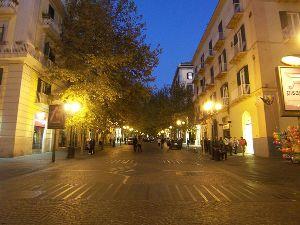 800px-Napoli,_Vomero_-_Via_Alessandro_Scarlatti_by_night_1