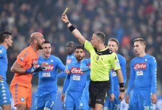 Referee Paolo Valeri shows the yellow card to Napoli's goalkeeper Pepe Reina after committed the penalty foul to Juventus' Juan Cuadrado during the Italy Cup first leg semifinal soccer match Juventus FC vs SSC Napoli at Juventus Stadium in Turin, Italy, 28 February 2017. ANSA/ALESSANDRO DI MARCO