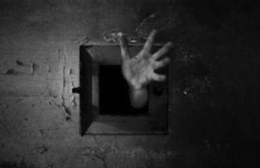 mano dalla cella