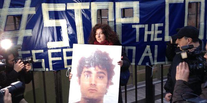 Applausi ai poliziotti condannati per la morte di Aldovrandi