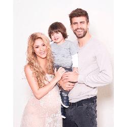 Shakira col marito Gerard Piqué e il figlio Milan