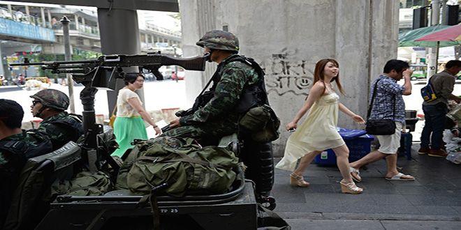 I militari guidano la Thailandia: legge marziale e censura