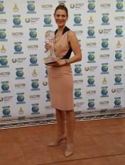 Elizabeth Sattler Collects the Tasmania Trophy