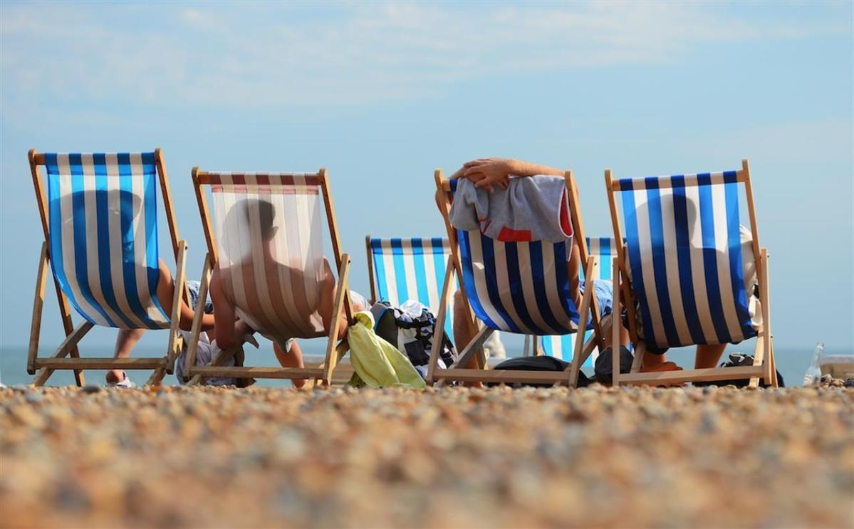 La Sdraia O La Sdraio.Sdraio Sdraie Sdrai Dove Ci Sediamo In Spiaggia Risponde La