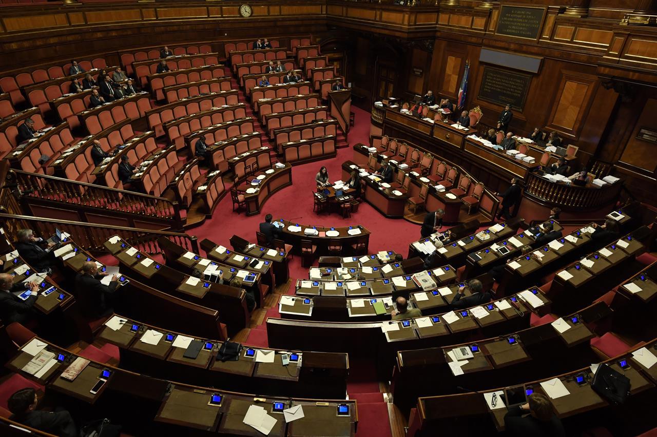 Mancano una dozzina di senatori per far scattare il referendum contro il  taglio dei parlamentari - Linkiesta.it