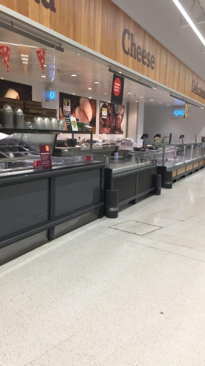 un supermercato a Cambridge dopo il lockdown