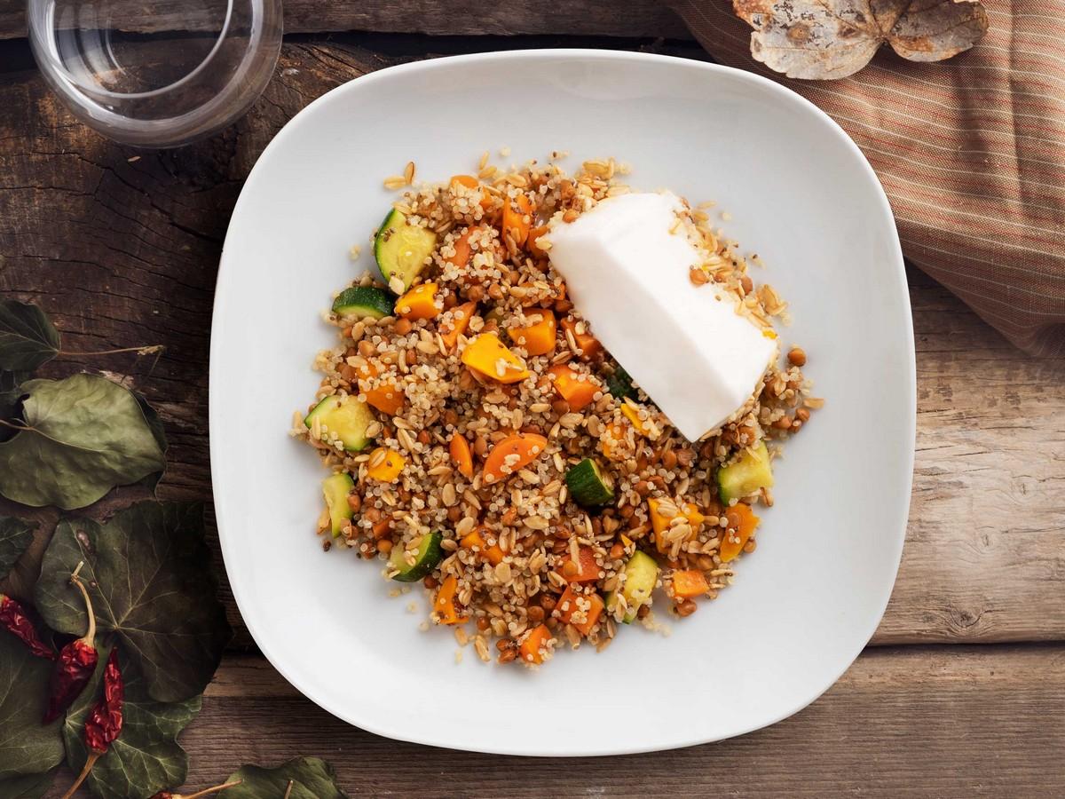 Ricette Vegetariane Quinoa.Insalata Di Quinoa Con Verdure Lenticchie E Formaggio Vegan Linkiesta It
