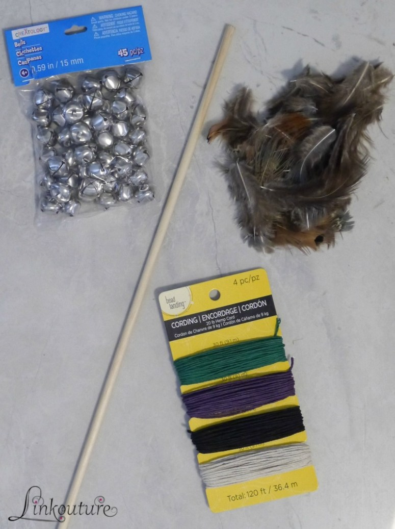 "Make your favorite feline friend a special DIY feather wand cat toy, and help them to stay healthy and active with Rachael Ray™ @NutrishForPets cat food line. It's dedicated to ""Real Recipes. Real Ingredients. Real Good,"" #ad #NutrishCatCrafts"