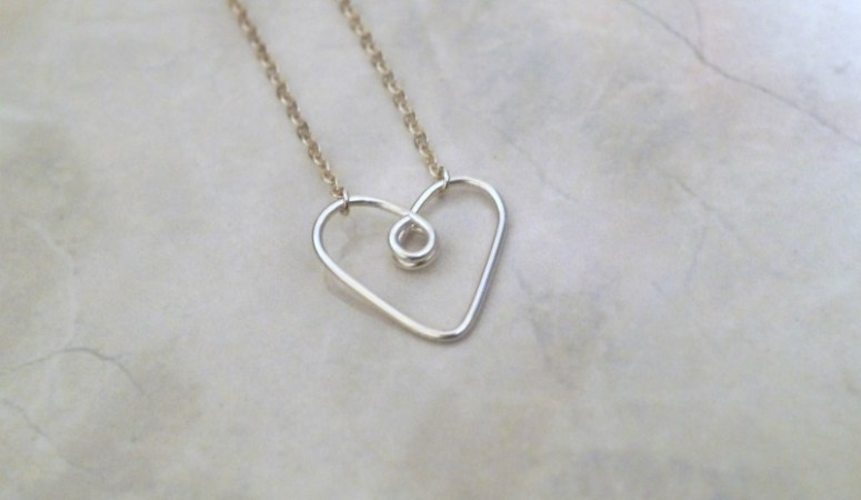 The simplest wire DIY heart pendant necklace you can make at home