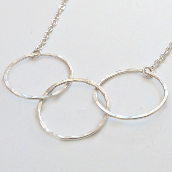 Three interlocking rings necklace