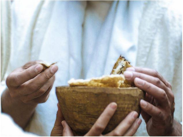 """""""Jesús les dijo: «De cierto, de cierto les digo: Si no comen la carne del Hijo del Hombre, y beben su sangre, no tienen vida en ustedes.""""  Juan 6:53"""