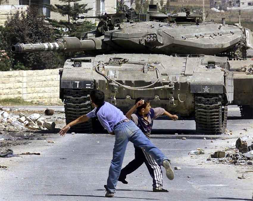 A pedra contra o tanque, realidade do ataque à Faixa de Gaza