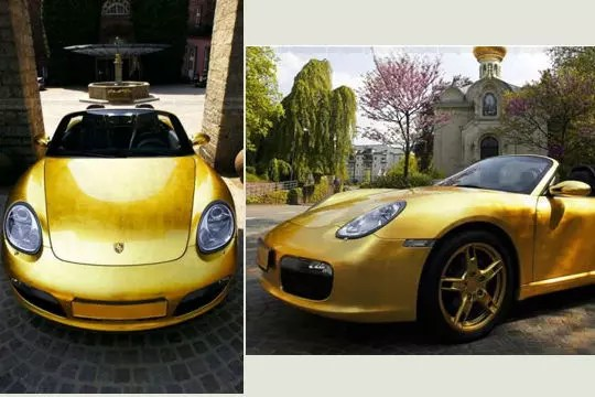 voiture plaquée or