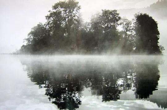 ambiance totalement atypique de la brume qui s'échappe des méandres de cette