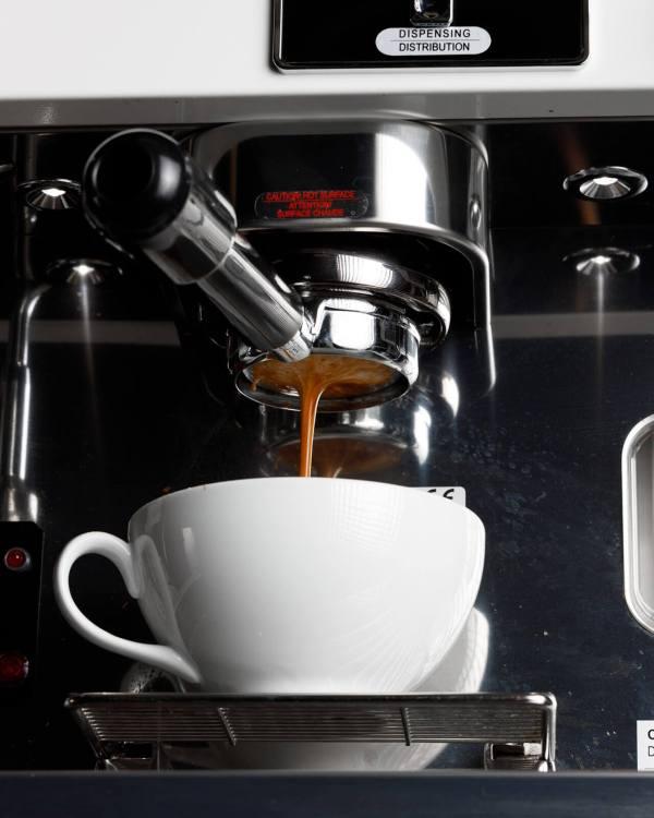 bottomless portafilter espresso shot espresso machine astoria pulling espresso
