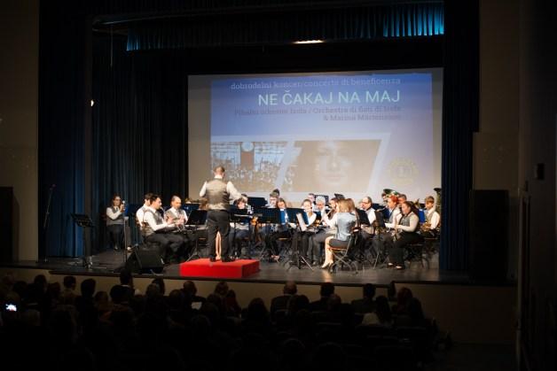 Z velikim veseljem pomagamo, saj nam je Pihalni orkester Izola na pomoč priskočil že dvakrat: donirali so nam koncert »Ne čakaj na maj« skupaj s pevko Marino Martensson pred tremi leti