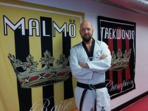 Tommy Karlsson från KFUM Malmö Taekwondo, instruktör i kvinnligt självförsvar