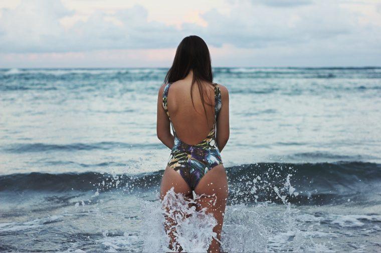 hot-girl-ocean
