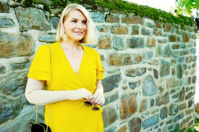 lipoedem mode outfit Graue Ornaments gelb medi sommer kleid