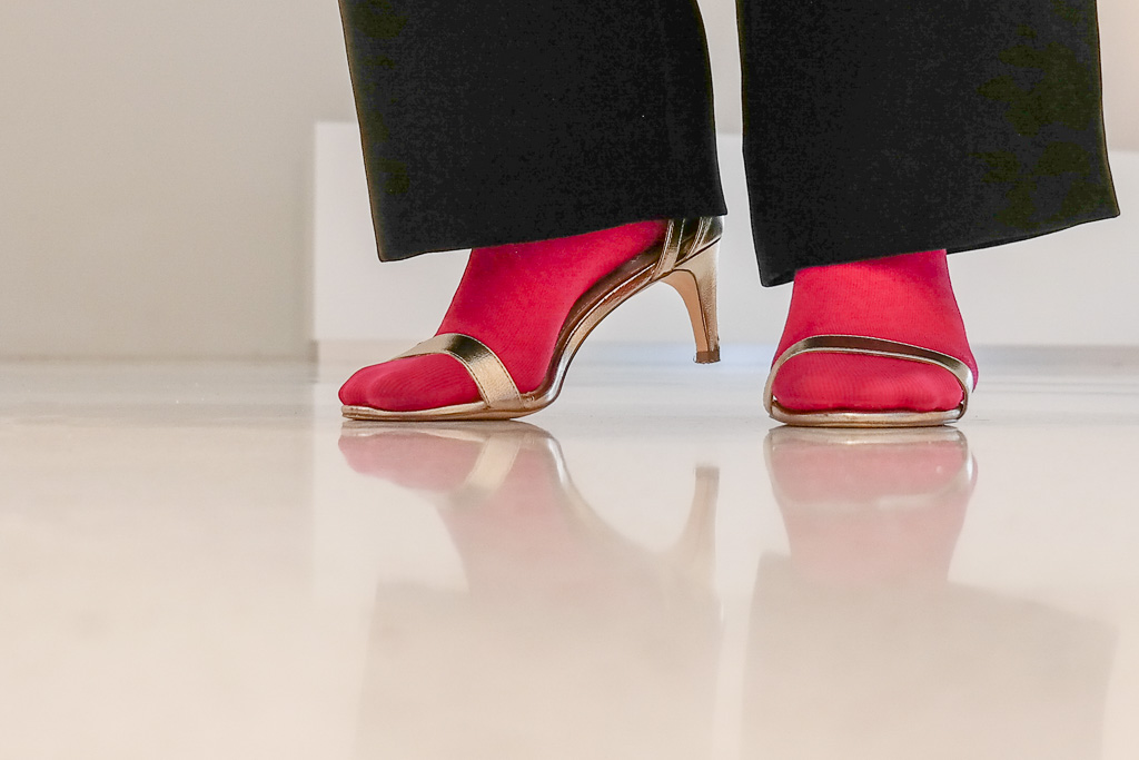 lipoedem fashion outfit magenta christmas xmas medi compression compression tights marlene trousers caroline sprott lipoedema lipedema legs arm socks gloves arm socks arm socks pink