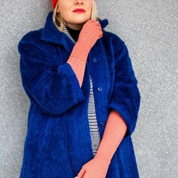 lipedema fashion second hand outfit coral arm compression arm socks lama fur coat cobalt blue royal blue caroline sprott