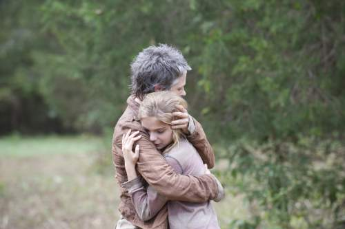 The Walking Dead: The Grove. Carol and Lizzie.