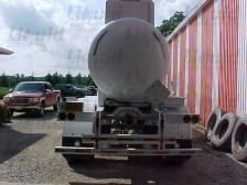 liquid-partners-dot412-7200-fiberglass-acid-transport-trailer