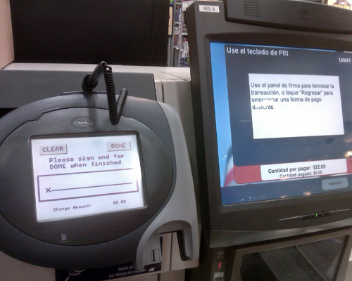 Card reader displays English while touchpad screen displays Spanish when finishing checkout