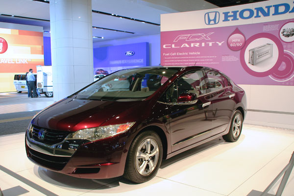 maroon four-door Honda Clarity