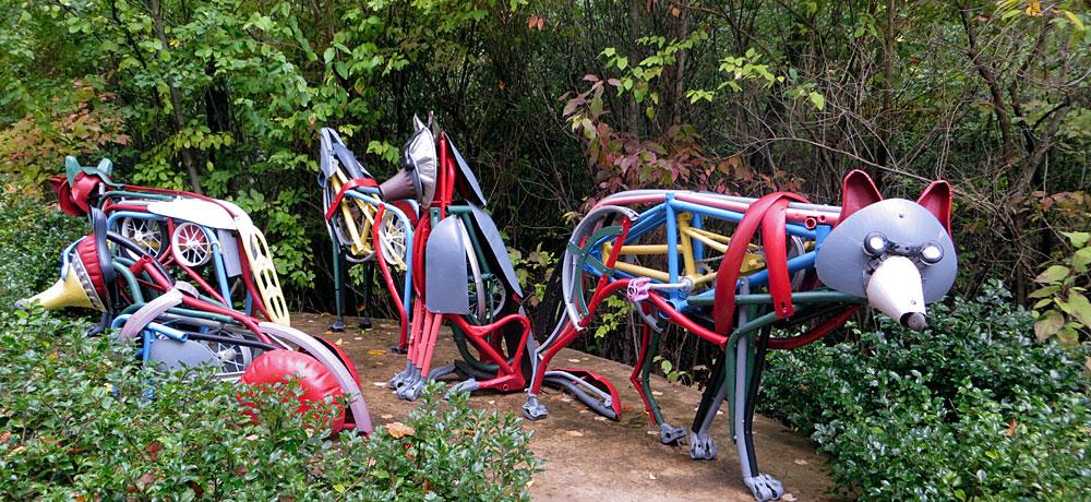 Meijer Gardens: Family of Wolves sculpture
