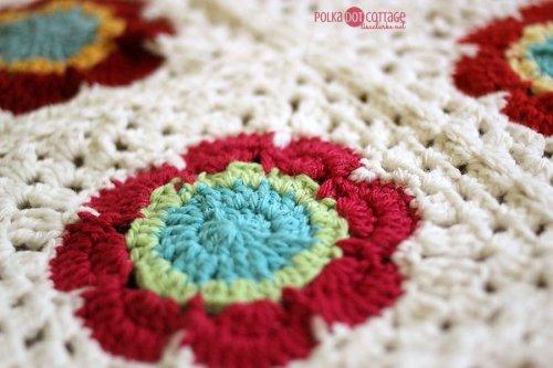 Mod Floral crochet blanket in progress, @lclarke522