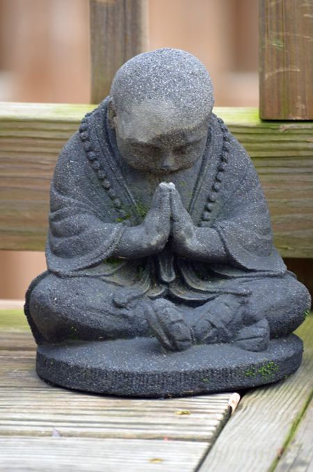 buddha_praying-679x450