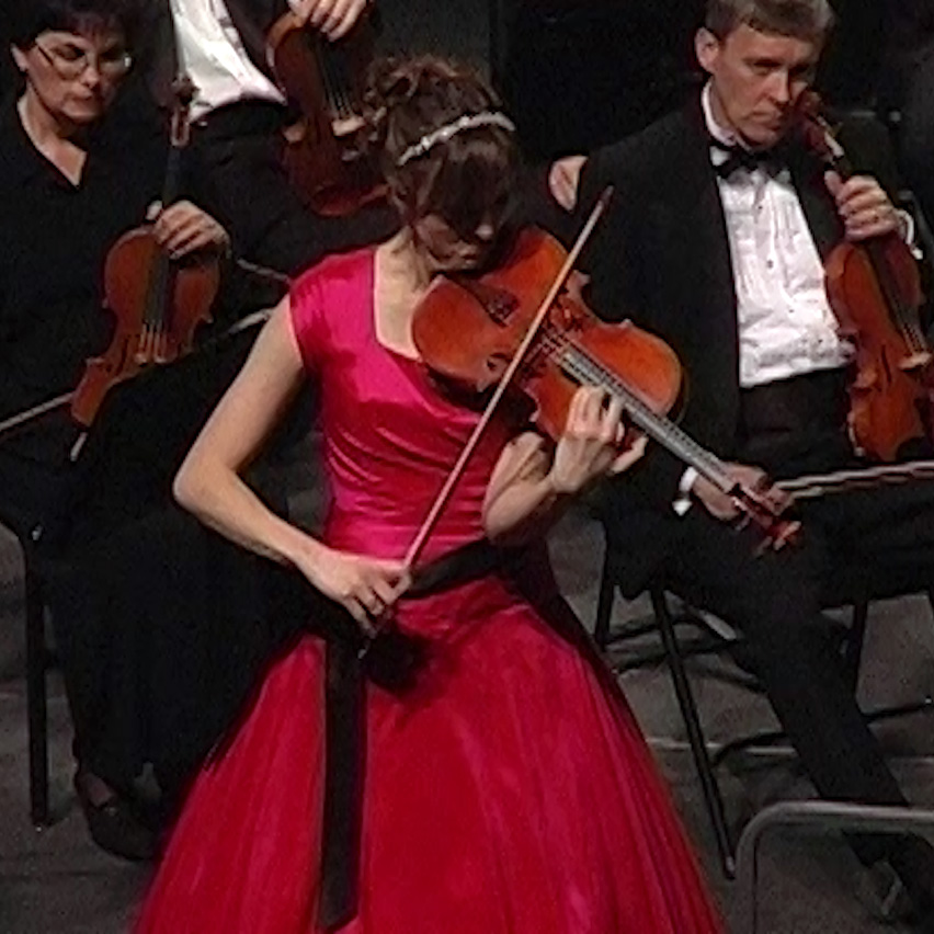 Lisa McNiven performing the Bartok Viola Concerto