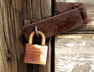 rusty-padlock-651417-m