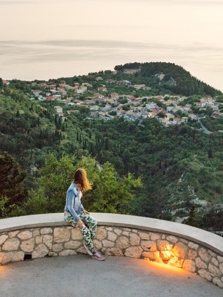 Het uitzicht vanaf restaurant Rachi in Exantheia.