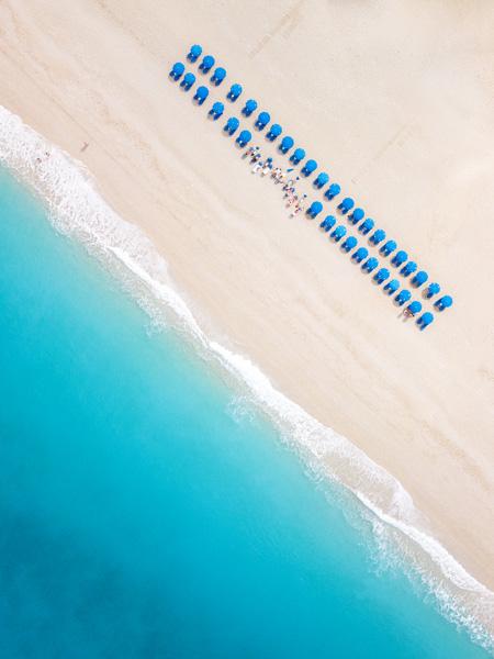 Dronefoto van het strand van Kathisma, gelegen op het Griekse eiland Lefkas.