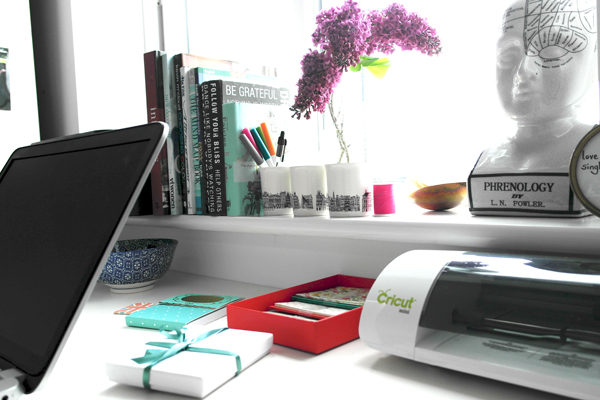 creative-blogger-desk