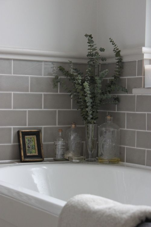 How to Paint Bathroom Tiles in 7 Easy Steps