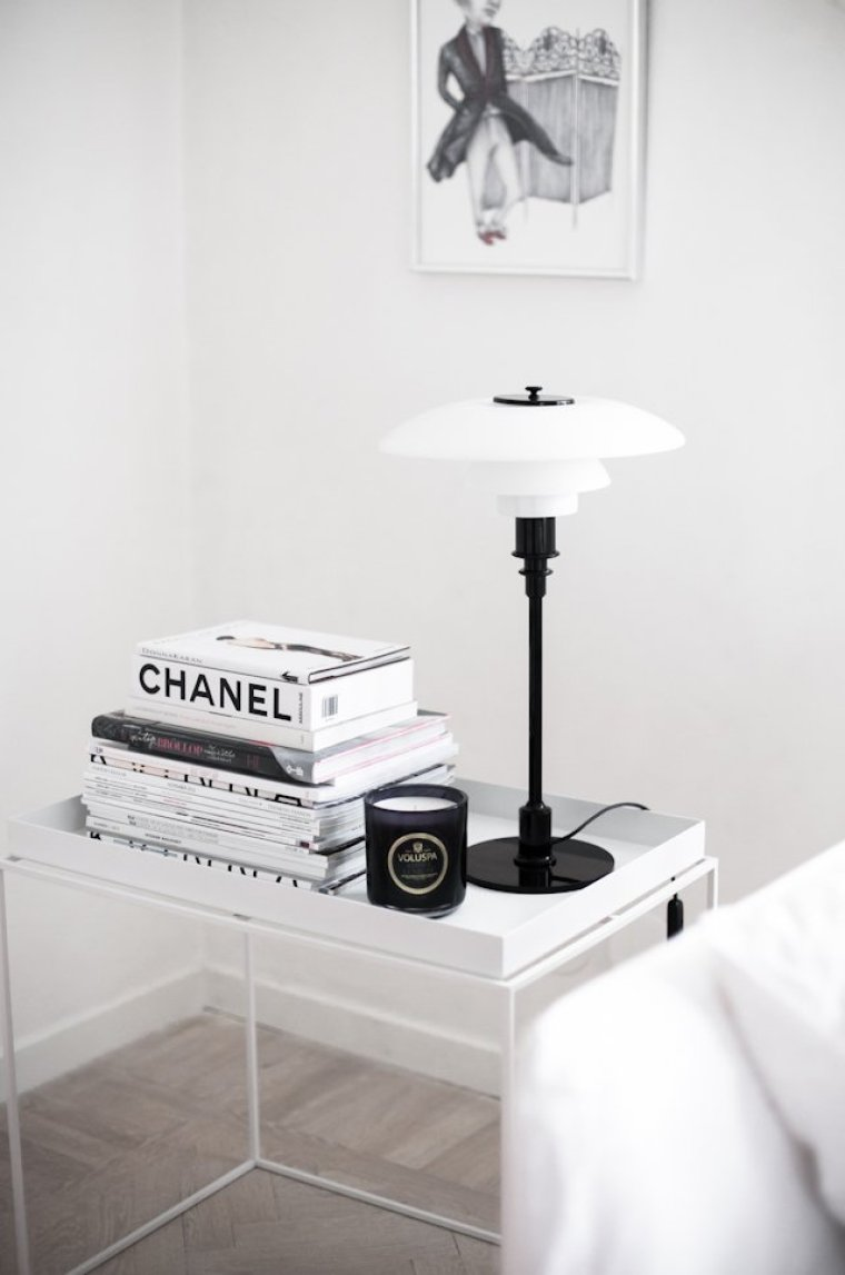 books-and-lamp