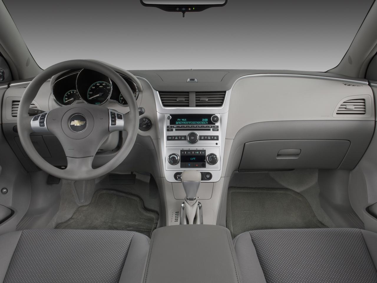 Interior Del Auto Hbrido Chevrolet Malibu 2008 Lista De
