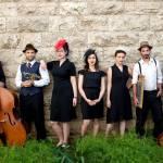 סווינג כחול-לבן: האחיות לוז עושות שלום מוזיקלי