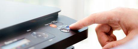 Bei uns könnt Sie Ihre DIN A3- und A4-Drucke und -Kopien schnell selbst oder von uns erstellen lassen. Kopierer und Drucker sind ausgestattet, um zu lochen, zu heften oder zu falzen.