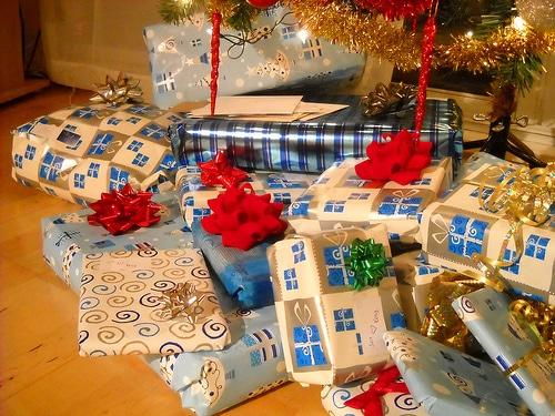 list of ways to save money on christmas gifts | ListPlanIt.com