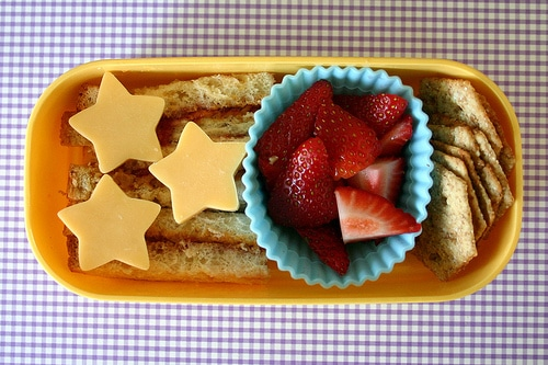 list of healthy and convenient ideas for a student's lunch | ListPlanIt.com