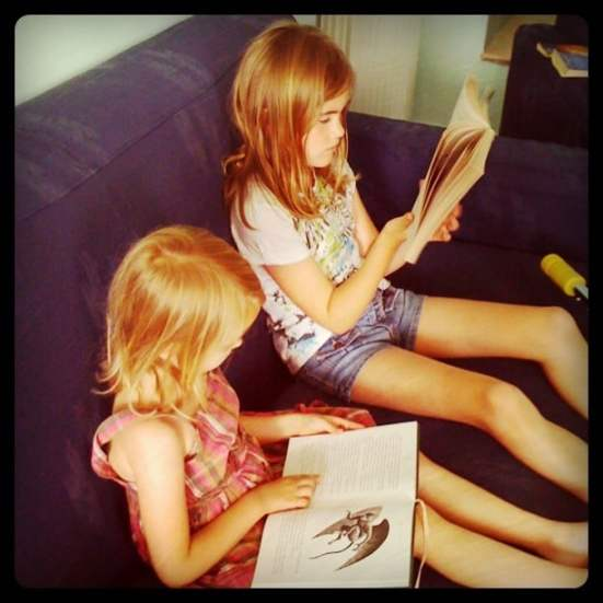 list of ways to read and write with your family over the summer | ListPlanIt.com