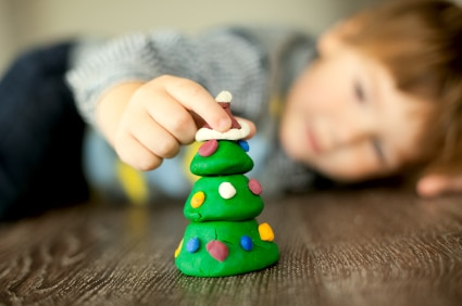 list of christmas crafts to do with your children | ListPlanIt.com